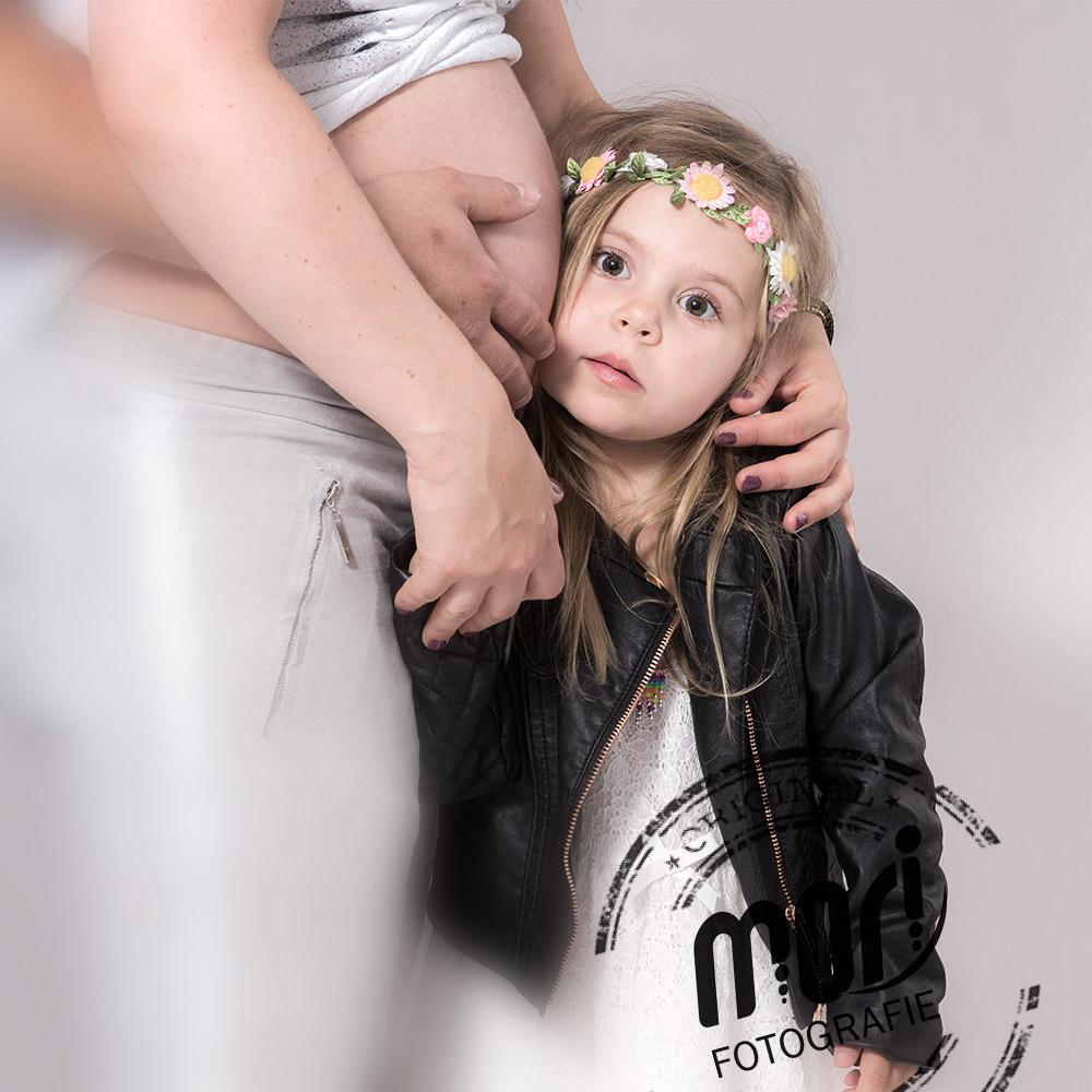 Babybauch und Paint-Fotoshooting | MORI Fotografie - Salzkammergut