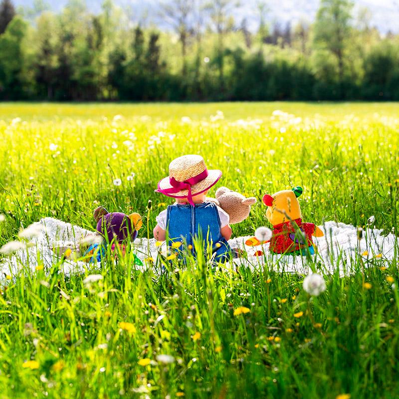 Mädchen in der Wiese - by mOnA - MORI Fotografie
