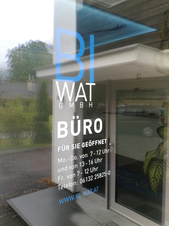 BI-WAT GmbH - Aufkleber Büroeingang